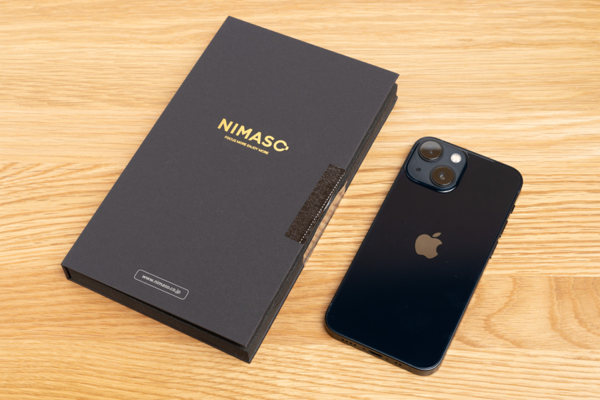 iPhone 13 miniと保護フィルムのパッケージ